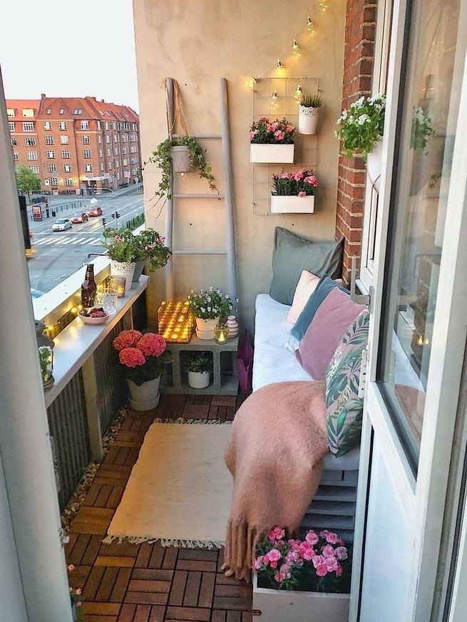 12+ Creative Small Apartment Balcony Decorating Ideas On A ...