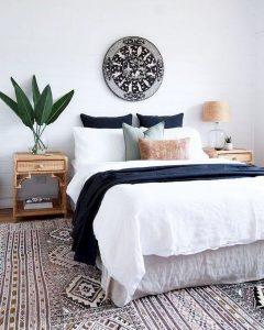 16 Comfy Farmhouse Bedroom Decor Ideas 02