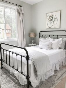 16 Comfy Farmhouse Bedroom Decor Ideas 11