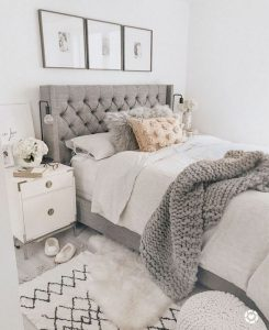 16 Comfy Farmhouse Bedroom Decor Ideas 37