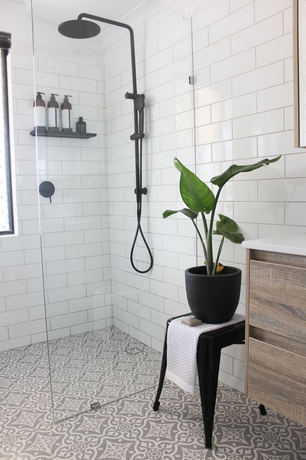 15 Beautiful Walk In Shower Ideas For Small Bathrooms 05