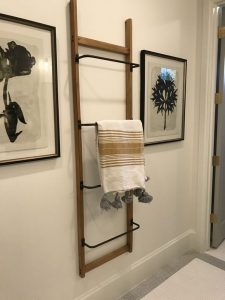 16 Kinds Of Farmhouse Bathroom Accessories Ideas 18