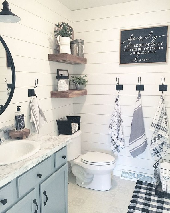 16 Kinds Of Farmhouse Bathroom Accessories Ideas 20