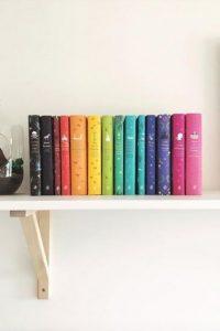 17 Bookshelf Organization Ideas – How To Organize Your Bookshelf 13