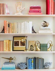 18 Bookshelf Organization Ideas 09