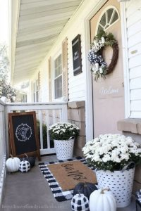 16 Beautiful Farmhouse Front Porches Decorating Ideas 02