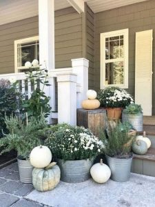 16 Beautiful Farmhouse Front Porches Decorating Ideas 11