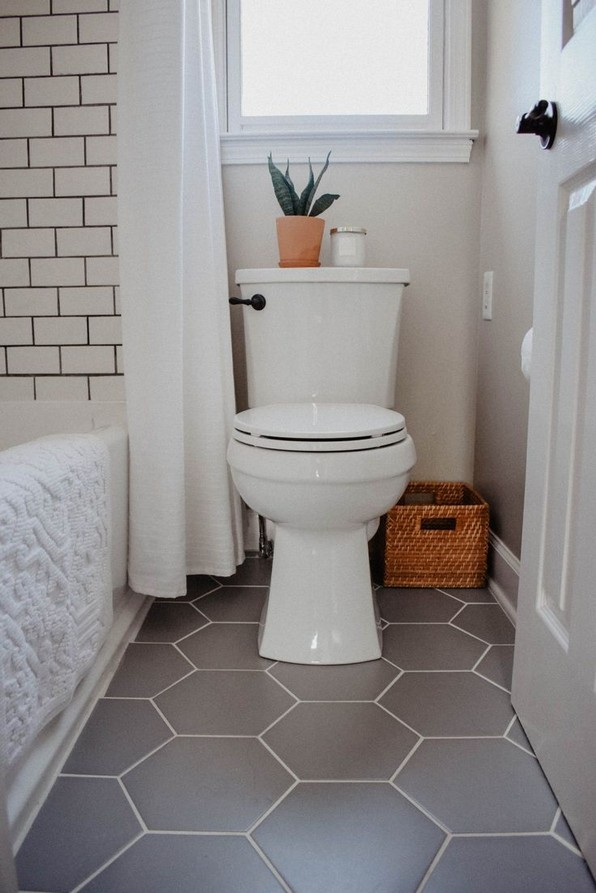 17 Awesome Small Bathroom Tile Ideas 15